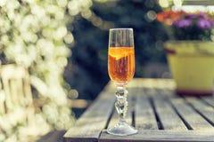 Funkelndes Champagnercocktail in einer Flöte Stockfotos