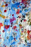 Funkelndes silbriges rosa blaues Aquarell spritzt, malt abstrakten kreativen Hintergrund Lizenzfreies Stockbild