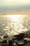 Funkelndes Wasser von Manila-Bucht, Philippinen Stockfotografie