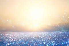 Funkelnweinlese beleuchtet Hintergrund Blau und Gold De fokussiert lizenzfreies stockfoto