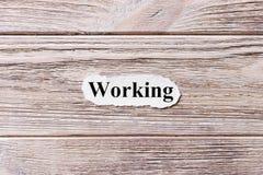 Funktion des Wortes auf Papier Konzept Wörter des Arbeitens an einem hölzernen Hintergrund Stockbilder