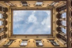 Funktionen der ungarischen Architektur - quadratischer Himmel lizenzfreie stockbilder