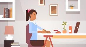 Funktionsduglig affärskvinna Office för indiskt för affärskvinna skrivbord för sammanträde vektor illustrationer