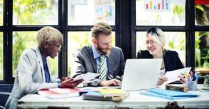 Funktionsduglig kollega Team Corporate Concept för folk Fotografering för Bildbyråer