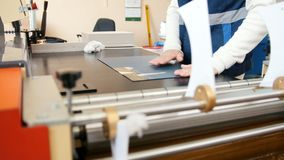 Funktionsduglig printingmaskin, polygrafbransch arkivfilmer