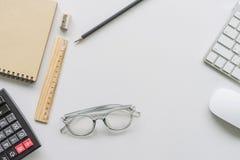 Funktionsduglig skrivbords- begreppsidé Arkivfoton