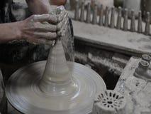 Funktionsduglig thailändsk keramiker arkivfilmer