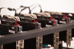 Funktionsdugliga grafiska videokort för e-valuta Dator för Bitcoin Arkivbild