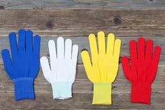 Funktionsdugliga mångfärgade handskar Royaltyfria Foton