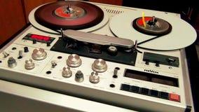 Funktionsdugligt framsteg för Retro yrkesmässig maskin för ljudbandregistreringsapparat stock video