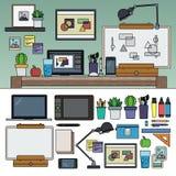 Funktionsdugligt kabinett för illustratör med konstnärliga hjälpmedel Arkivbilder