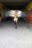 Funky vrouw loopt Stock Fotografie