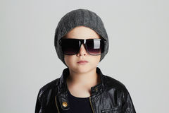 Funny child in hat.fashionable little boy in sunglasses Royalty Free Stock Photos