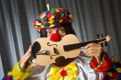 Funny clown plyaing violin Royalty Free Stock Images