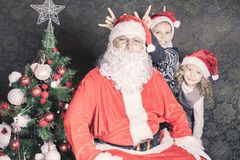 Funny family, happy kids and Santa Claus Royalty Free Stock Photography
