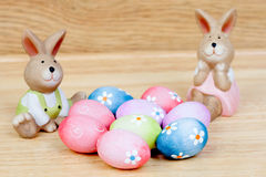 Funny rabbits ceramic with Easter eggs decorated with daisies Royalty Free Stock Photography