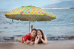 Funny Romantic Newlyweds in Hawaii Royalty Free Stock Photos