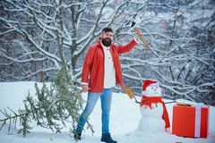 Free Funny Santa Man Posing With Axe And Christmas Tree. Hipster Woodsman With Christmas Tree. A Handsome Lumber With A Beard Royalty Free Stock Photo - 165021505
