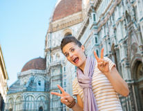 Funny woman showing victory gesture in florence Royalty Free Stock Photos