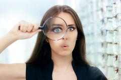 Free Funny Woman With Magnifying Glass Ready For Eye Exam Stock Photo - 102055670