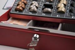 Funtowego szterlinga pieniądze w skrytce Obrazy Stock