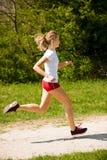 Funzionamenti del corridore della donna - allenamento in primavera Fotografia Stock Libera da Diritti