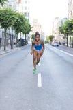 Funzionamento africano nella via, stile di vita c della donna del bello atleta di salute Immagini Stock Libere da Diritti