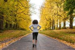 Funzionamento afroamericano di forma fisica dell'adolescente della donna della corsa mista Immagini Stock