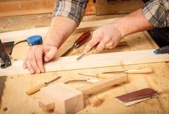 Funzionamento anziano del carpentiere Fotografia Stock