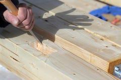 Funzionamento anziano del carpentiere Immagini Stock Libere da Diritti