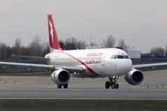 Funzionamento degli aerei di Air Arabia Airbus A320-200 sulla pista Fotografie Stock Libere da Diritti