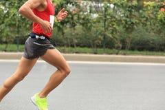 Funzionamento del corridore maratona Immagini Stock