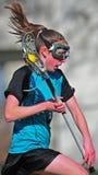 Funzionamento del giocatore di Lacrosse delle donne Fotografia Stock