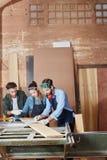 Funzionamento del gruppo dei carpentieri Immagini Stock Libere da Diritti