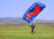 Funzionamento del Parachutist Fotografia Stock Libera da Diritti
