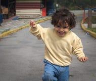Funzionamento del ragazzino Fotografie Stock Libere da Diritti