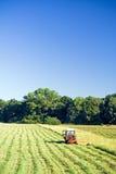 Funzionamento del trattore, occupazione agricola Fotografia Stock