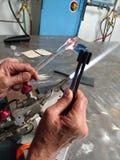Funzionamento dell'artigiano della torcia della fiamma Fotografie Stock
