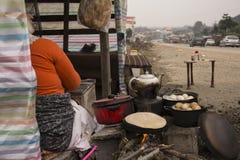 Funzionamento della donna della provincia-Un di Gilan come capo famiglia Fotografie Stock Libere da Diritti