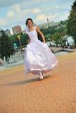funzionamento della sposa Fotografia Stock Libera da Diritti