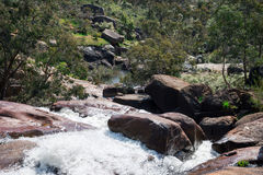 Funzionamento di flusso di cadute del parco nazionale nel parco di John Forrest National Fotografie Stock Libere da Diritti