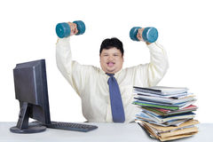 Funzionamento di peso eccessivo dell'uomo mentre allenamento 1 Immagini Stock