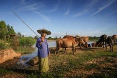 Funzionamento femminile dell'agricoltore Fotografia Stock Libera da Diritti