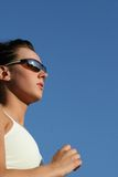 Funzionamento sportivo della donna Fotografie Stock