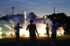 Funzionando nei fuochi d'artificio. Immagini Stock Libere da Diritti