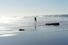 Funzionando sulla spiaggia di Guincho Fotografia Stock Libera da Diritti