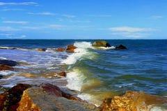 Funzionando sulle rocce Fotografie Stock