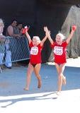 Funzionare degli atleti delle bambine Fotografia Stock