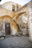 Funzioni giù le case vicino alla chiesa del San-Marie-du-Bourg Fotografia Stock