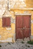 Funzioni giù le case vicino alla chiesa del San-Marie-du-Bourg Immagine Stock Libera da Diritti